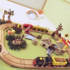 子供のおもちゃ 木製レールと電車
