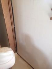 リビングと子供部屋の壁をぶちぬいて、通り抜けトンネルをつくりました。