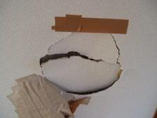 石膏ボードの穴
