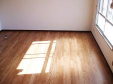クロスの張り替えと床の貼り替えで、中古住宅も見違えるほど綺麗に